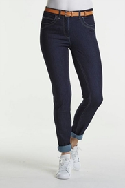 LauRie GUSTI Jeans med Fast Talje i farven Dark Blue Denim, pasform SLIM, model 23310.