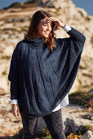 LauRie marineblå poncho, model Paris